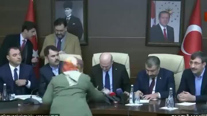 Elazığ Valisi, Süleyman Soylu ile konuşurken mikrofona böyle yakalandı
