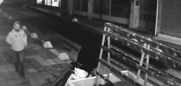 Kadıköy'de genç kadına cinsel saldırı güvenlik kamerasında