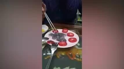 Çin'in ilginç mutfağ! Mideniz kaldırmayabilir! Yavru fareleri canlı canlı yedi!