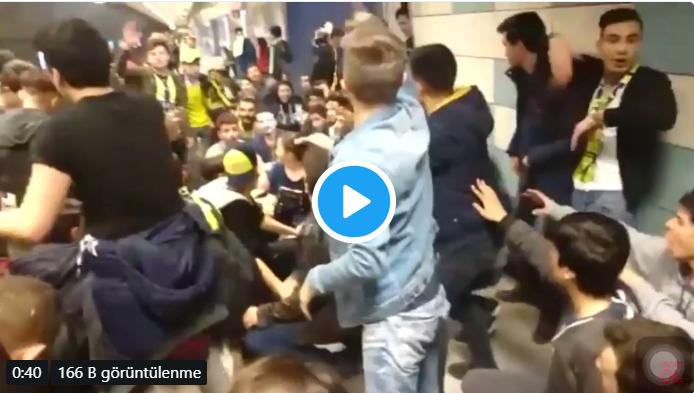 Fenerbahçeli taraftarların yoğun olduğu Kadıköy metrosunda Galatasaray formalı taraftara şok!