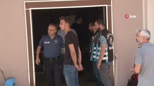 Pendik Polisi Hamile kadına saldıran Magandayı kapıda karşıdalı, elini sıkarak 'hoşgeldiniz' dedi