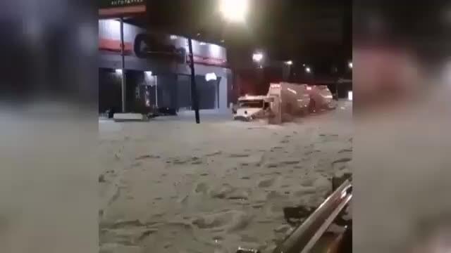 Dünya'nın sonu geliyor: 30 derecede dolu yağdı şehir buz altında kaldı