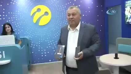 MHP Milletvekili iPhone'unu parçalattı, Samsung telefon aldı