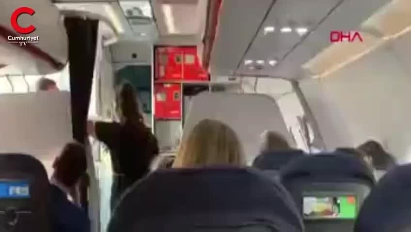 Uçakta yolcular ile kabin ekibi tartıştı, uçak acil iniş yaptı