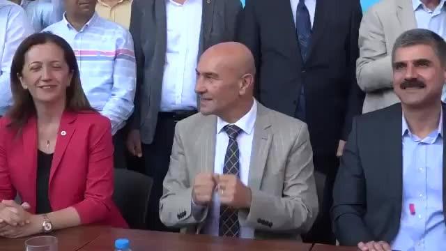 Tunç Soyer işçilere büyük zam yaptı; birlikte 'Çav Bella' eşliğinde kutladı