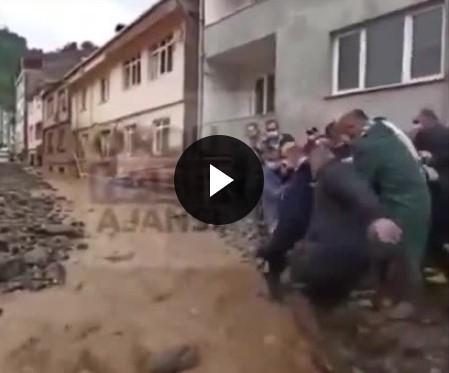 Süleyman Soylu Giresun'da sel sularına kapılmaktan son anda kurtuldu