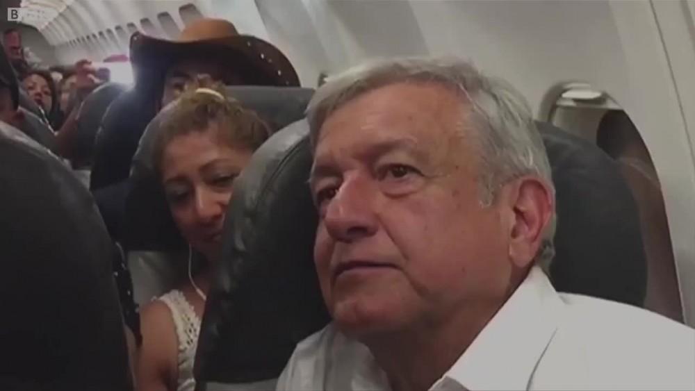 """Meksika devlet başkanı Obrador: """"Bu kadar yoksulun olduğu ülkesinde lüks uçağa binersem utancımdan yüzüm kızarır!"""""""