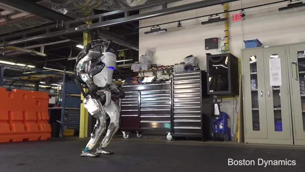 Boston Dynamics, Atlas isimli robotunun yeni görüntülerini paylaştı!