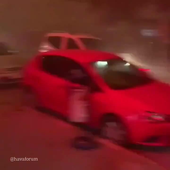 Ankara'da Kum fırtınası içinden yeni görüntüler geldi.