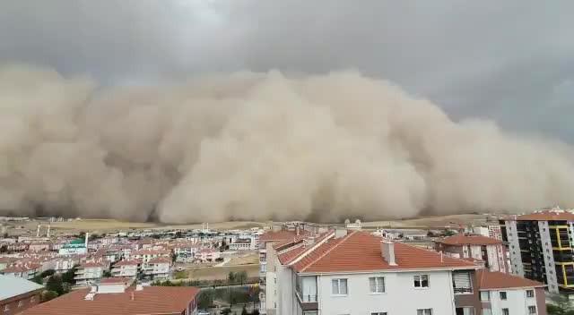 2020 tam gaz! Ankara'da kum fırtınası!
