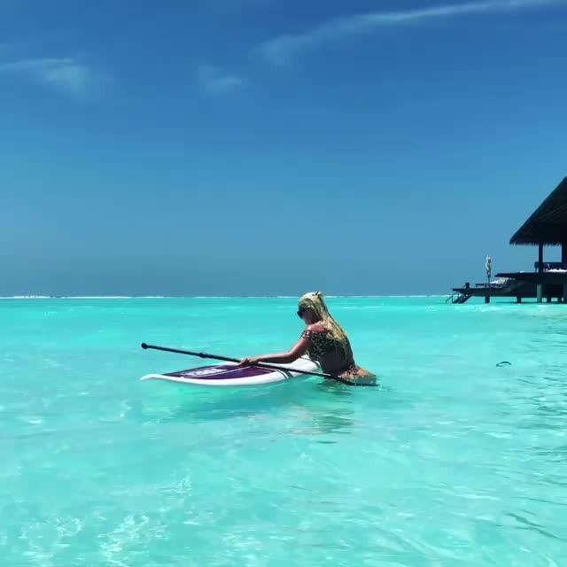 Jelena Karleusa'nın surf tahtası ile imtihanı