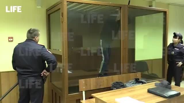 Rusya'da mahkeme salonundan firar girişimi: Kurşun geçirmez cam kafesten kaçmaya çalıştı